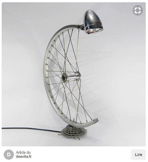 Faites des lampes de chevet seulement grâce à une roue, une cassette et une  ancienne lampe dcc18a298c9